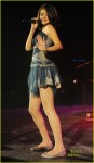 selena gomez performing 201010