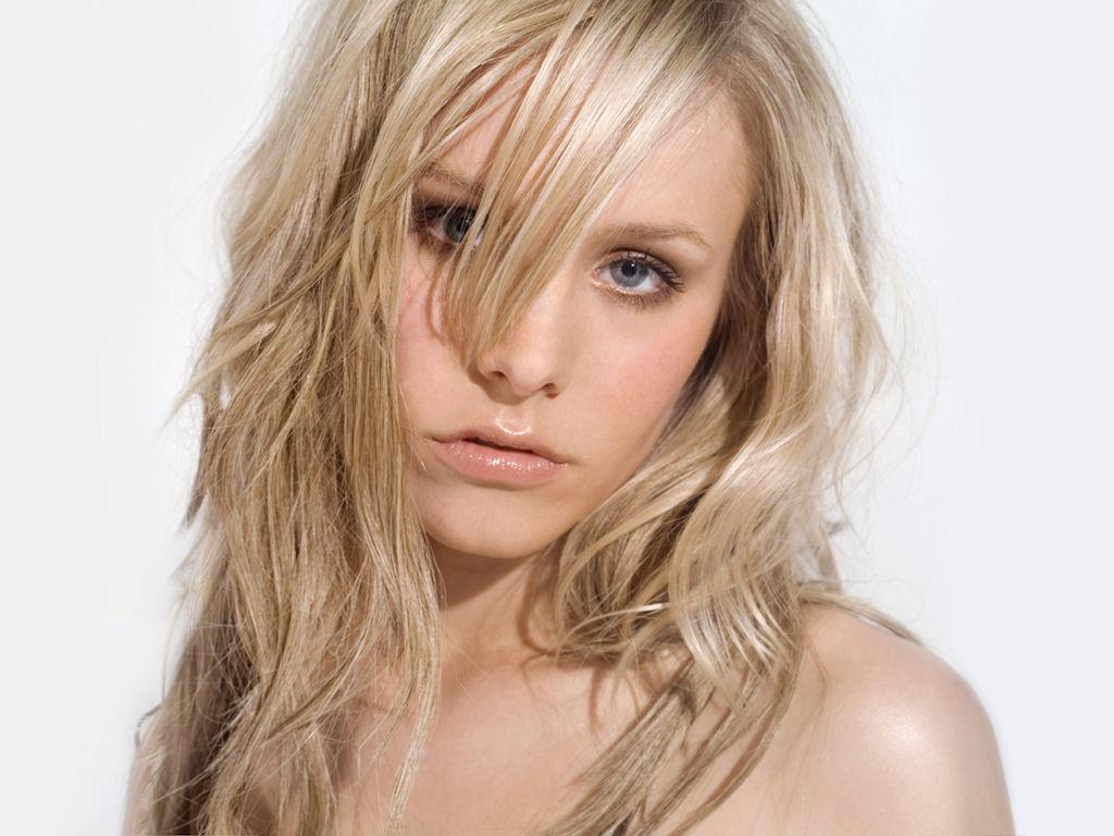 http://seninf.files.wordpress.com/2012/07/kristen-bell-38.jpg